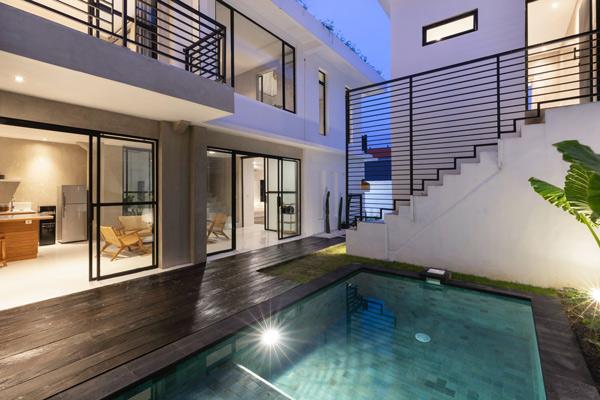 Stacking door between living room and pool