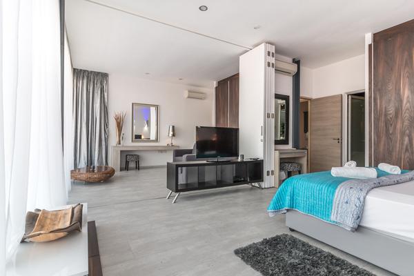 Bifold door as a separator in guest bedroom